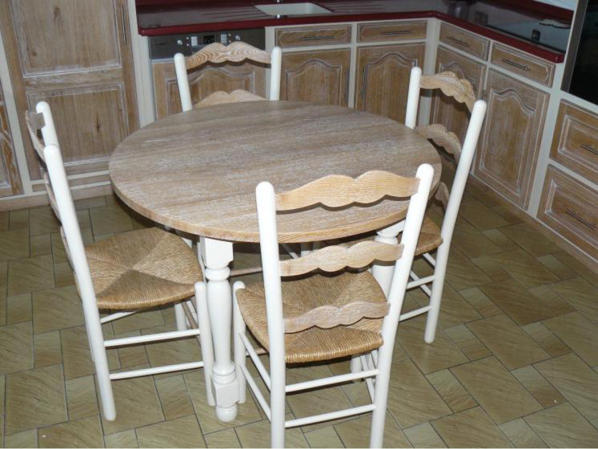 Relookage de la table dans les mêmes couleur que la cuisine