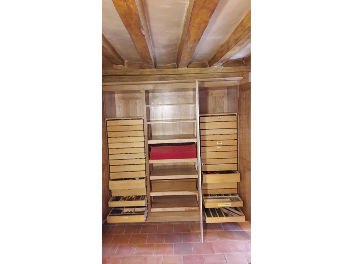 Aménagement avec tiroirs pour rangement pièces de mécano