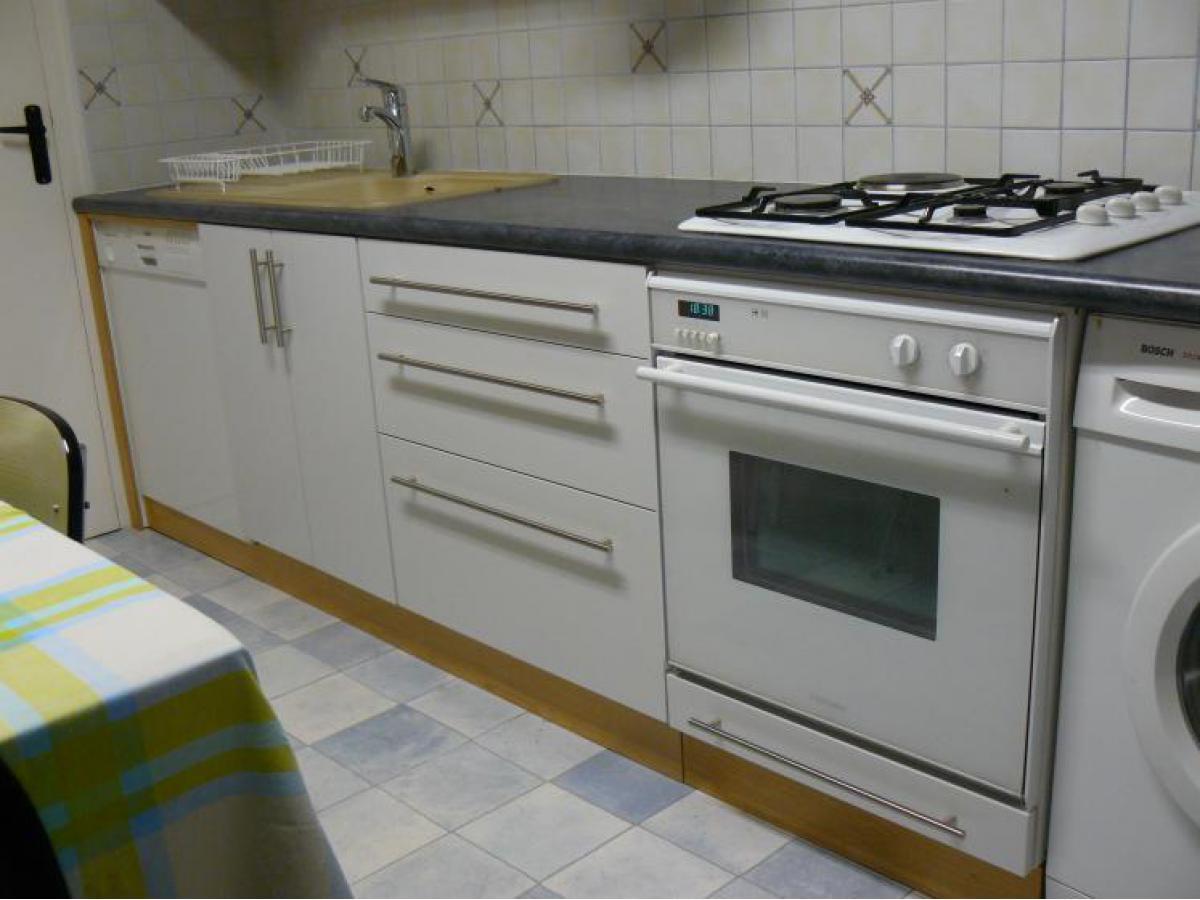 Eléments de cuisine en médium avec finition laquée