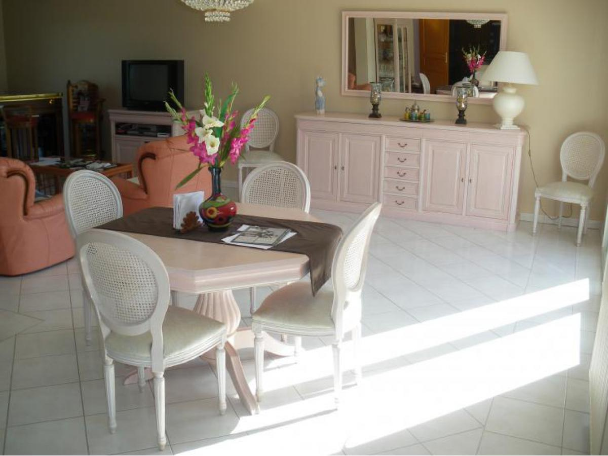 Meubles de salle à manger avant relookage