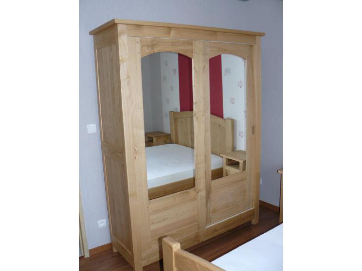 Armoire en châtaignier avec 2 portes coulissantes, teinte naturelle avec vernis mat