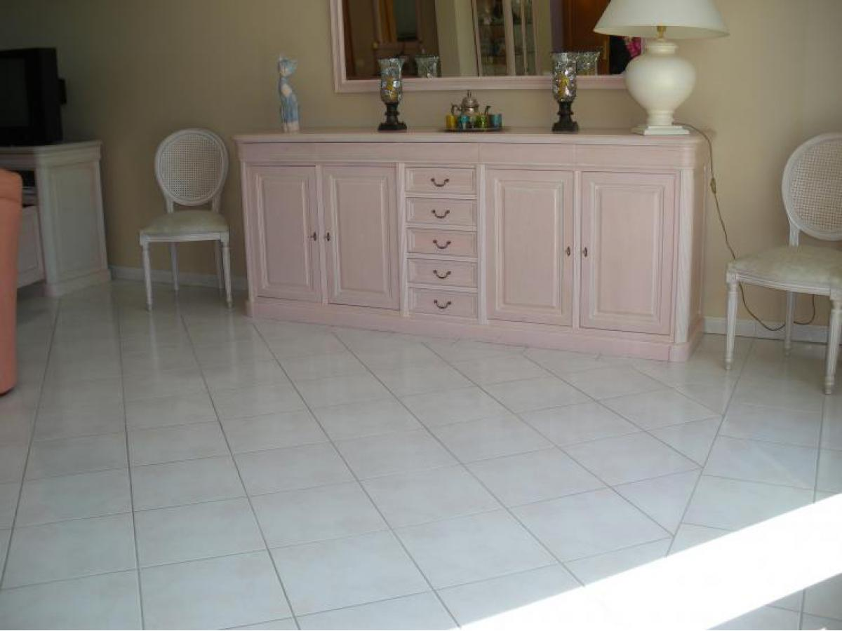 Salle à manger laquée rose et cérusée avant décapage